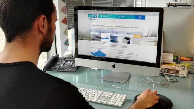 Le site internet permet de réserver un rendez-vous directement sur l'agenda du médecin.