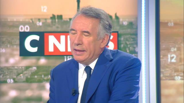 François Bayrou : « Un trop grand nombre de députés »