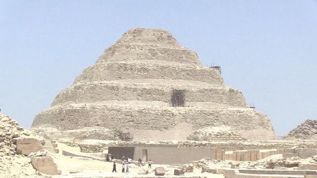 Égypte : découverte d'une chambre funéraire à Gizeh