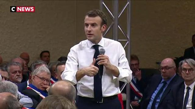 """Emmanuel Macron sur l'immigration : """"Mieux protéger nos frontières"""""""