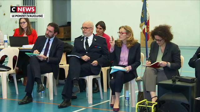 Nicole Belloubet assiste au premier Grand Débat dans une prison