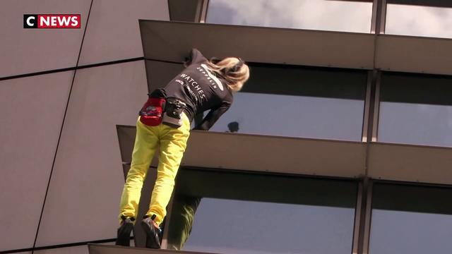 """Le """"Spiderman français"""" arrêté après avoir escaladé un gratte-ciel à Manille"""