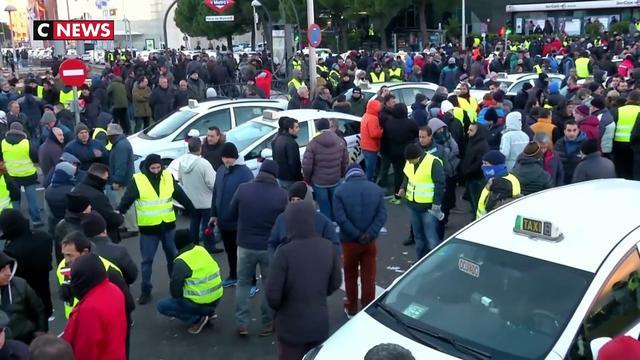 Madrid bloqué par des taxis et... des «gilets jaunes»