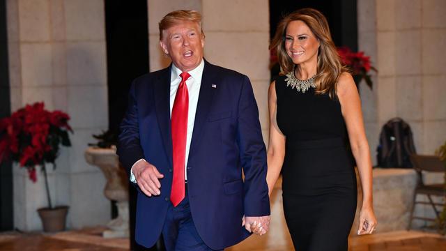 Un journaliste a questionné Donald Trump sur le cadeau qu'il comptait offrir à sa femme Melania pour Noël.