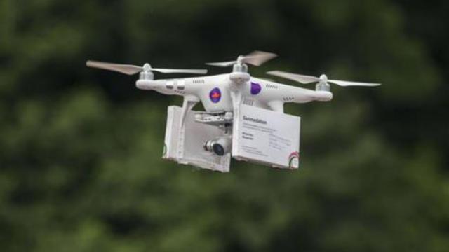 Des policiers étaient présents à l'atterrissage du drone, mais aucune tablette de pilules n'a été confisquée.