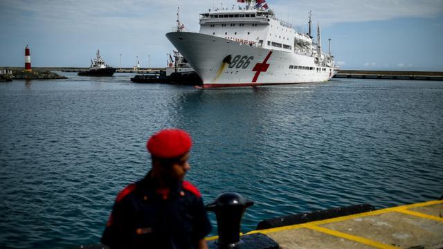 Le navire hôpital chinois Arche de la Paix arrive au port de La Guaira, le 22 septembre 2018 au Venezuela [Federico PARRA / AFP]