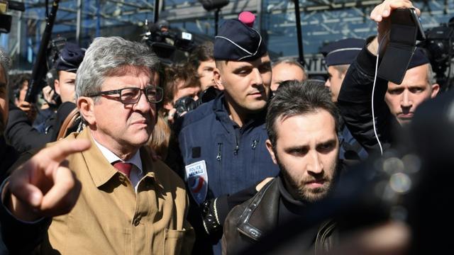 Le leader de La France insoumise, Jean-Luc Mélenchon (g), à sa sortie du tribunal de Bobigny, le 19 septembre 2019 [CHRISTOPHE ARCHAMBAULT  / AFP]