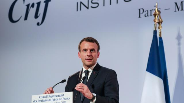 Le président Emmanuel Macron s'adresse aux convives lors du diner annuel du CRIF à Paris, le 7 mars 2018 [ludovic MARIN / POOL/AFP]