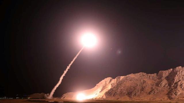 Photo diffusée par les Gardiens de la révolution iraniens du lancement de missiles sur l'est de la Syrie, le 1er octobre 2018 [Handout / IRAN'S REVOLUTIONARY GUARDS WEBSITE/AFP]