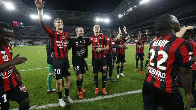 La joie des joueurs niçois après la victoire contre Lyon, le 20 novembre 2015 à l'Allianz Riviera [VALERY HACHE / AFP]