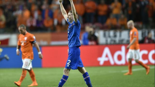 La joie du défenseur islandais Birkir Saevarsson après la victoire face aux Pays-Bas en qualifications pour l'Euro 2016, à Amsterdam le 3 septembre 2015 [JOHN THYS / AFP]