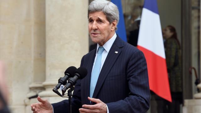 Le secrétaire d'Etat américain John Kerry s'adresse aux journalistes depuis le perron de l'Elysée, le 17 novembre 2015 [ / AFP]