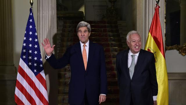 Le secrétaire d'Etat américain, John Kerry (g) et son homologue espagnol José Manuel Garcia Margallo, le 18 octobre 2015 à Madrid [PIERRE-PHILIPPE MARCOU / AFP]