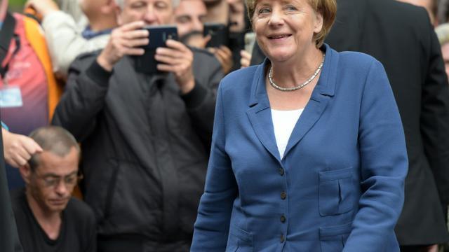 """La chancelière allemande Angela Merkel arrive à Duisburg en Allemagne pour participer à un """"dialogue avec des citoyens"""", le 25 août 2015 [Federico Gambarini / DPA/AFP]"""