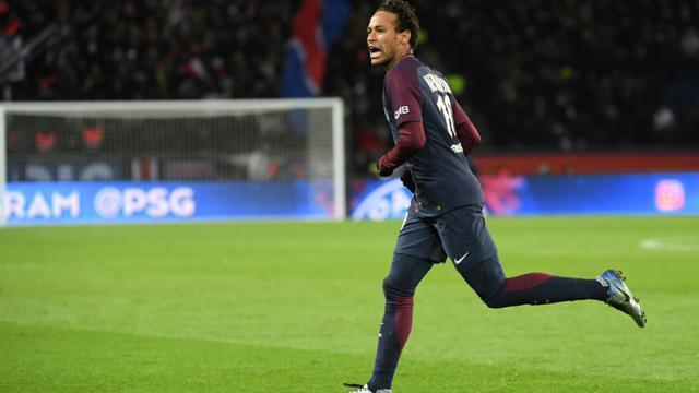 La mégastar du PSG Neymar Jr impressionnant contre Dijon, ici après son 3e but personnel, le 17 janvier 2017, au Parc des Princes [CHRISTOPHE ARCHAMBAULT  / AFP]