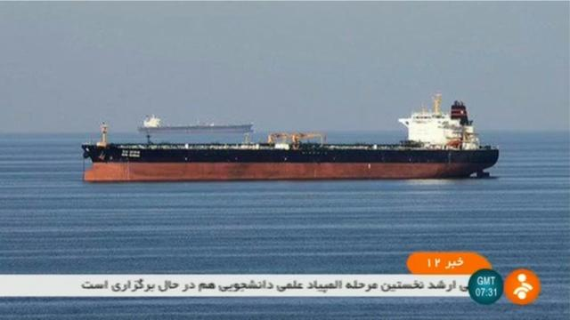Capture d'image de la télévision iranienne IRNN le 13 juin 2019 montrant deux pétroliers, cible d'une attaque dans le Golfe d'Oman [- / IRINN/AFP]