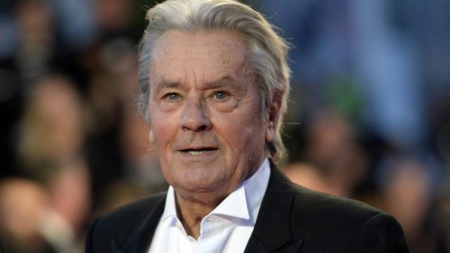 """Alain Delon, le 25 mai 2013, au festival du cinéma de Cannes, pour la présentation d'une version restaurée du film """"Plein Soleil""""  [Anne-Christine Poujoulat / AFP/Archives]"""