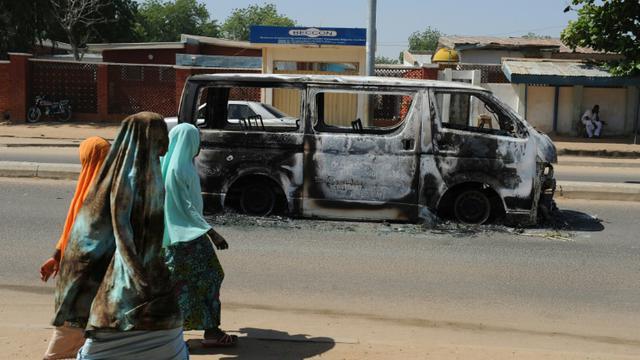 Un véhicule carbonisé dans une rue de Damaturu après un attentat, le 7 novembre 2011 au Nigeria [Pius Utomi Ekpei / AFP/Archives]