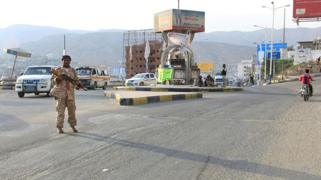 Les forces de sécurité yéménites patrouillent dans la ville portuaire de Moukalla, à 480 km à l'est d'Aden [STRINGER / AFP/Archives]