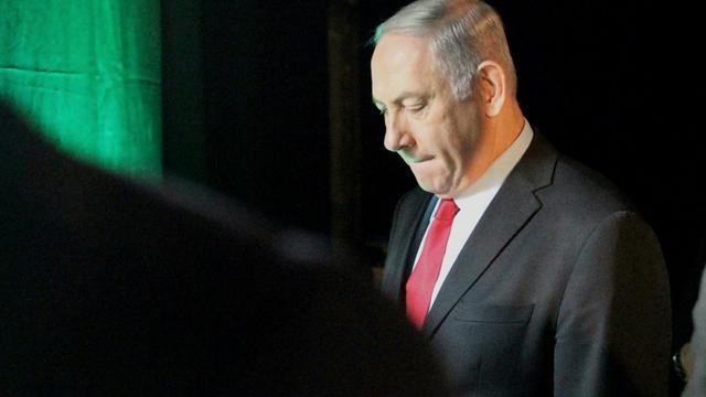 Le Premier ministre israélien Benjamin Netanyahu, accusé dans plusieurs affaires de corruption, quitte une conférence à Tel-Aviv, le 14 février 2018 [JACK GUEZ / AFP]