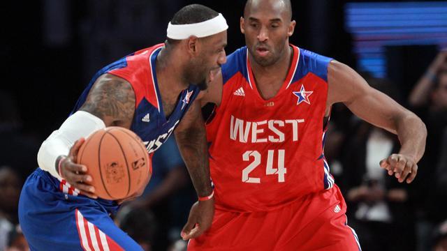 LeBron James (G) et Kobe Bryant (D) lors du All Star Game 2013, le 17 février 2013 à Houston [Ronald Martinez / /AFP]