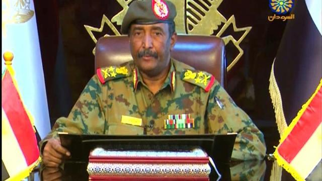 Le général Abdel Fattah al-Burhane, le deuxième militaire à prendre la tête de la transition au Soudan en deux jours, apparaît sur la chaîne Soudan TV, le 13 avril 2019 [- / Sudan TV/AFP]