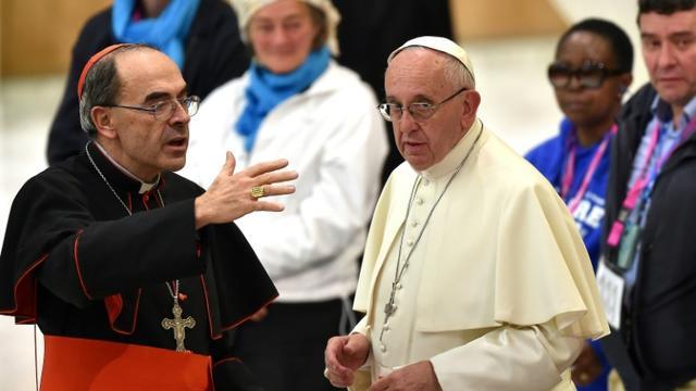 Le cardinal Philippe Barbarin avec le pape François au Vatican le 11 novembre 2016 [ALBERTO PIZZOLI / AFP/Archives]
