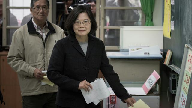 La candidate à la présidence Tsai Ing-wen vote à Taipei, le 16 janvier 2016 [PHILIPPE LOPEZ / AFP]