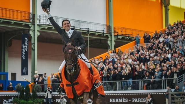Le Français Simon Delestre sur son cheval Hermès Ryan enlève la 10e édition du Saut Hermès au Grand Palais le 24 mars 2019 [Lucas BARIOULET / AFP]