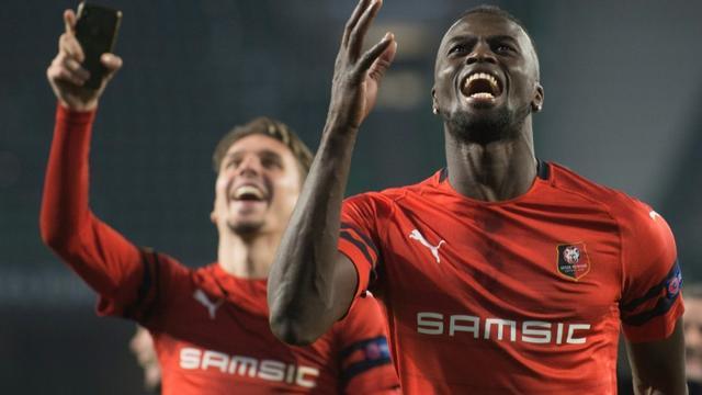 L'attaquant sénégalais de Rennes Mbaye Niang, buteur sur le terrain du Betis en 16es de finale retour de la Ligue Europa, le 21 juillet 2019 à Séville [JORGE GUERRERO / AFP]