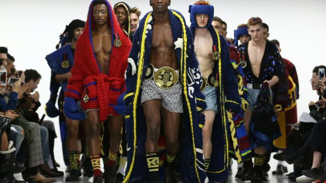 Des mannequins portent des créations de Sibling lors de la Fashion Week de Londres, le 9 janvier 2016 [JUSTIN TALLIS / AFP]