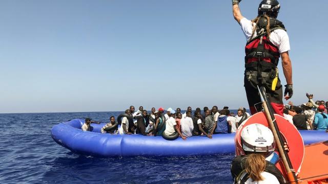 L'Ocean Viking recueille des migrants en Méditerranée, le 11 août 2019 [Anne CHAON / AFP]