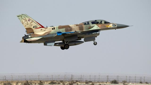 Un F-16 de l'armée israélienne décolle de la base militaire de Ramon dans le désert du Negev en Israël, le 21 octobre 2013  [Jack Guez / AFP]