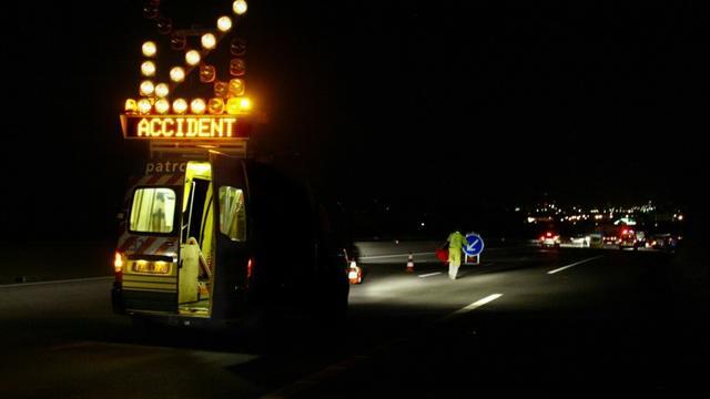 L'autoroute A7 a été coupée dans les deux sens dans la Drôme dimanche matin après deux accidents impliquant un poids-lourd, un minibus, plusieurs véhicules légers et ayant fait au moins un mort et trois blessés dont un grave [PHILIPPE MERLE / AFP/Archives]