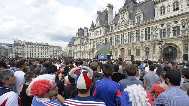 Coupe du monde 2018 personnes attendues devant l 39 h tel de ville de paris pour france - Lieu coupe du monde 2018 ...