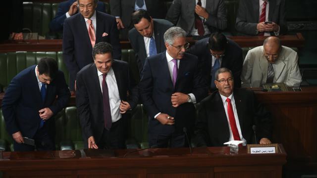 Le Premier ministre tunisien Habib Essid (d) devant le Parlement à Tunis, le 30 juillet 2016 [FETHI BELAID / AFP]