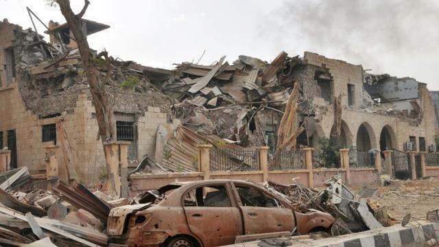 Destructions à Deir Ezzor lors des opérations des forces gouvernementales syriennes contre les jihadistes du Groupe Etat islamique, le 5 novembre 2017 [STRINGER / AFP/Archives]