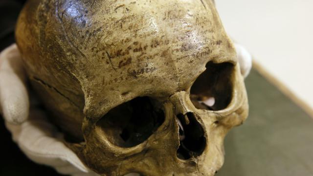 Le crâne du philosophe français René Descartes de retour au musée de l'Homme au Palais de Chaillot à Paris, le 27 août 2015 [Patrick Kovarik / AFP]