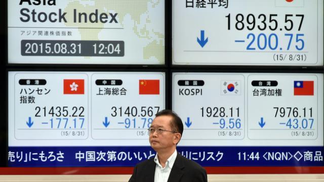 Les indices de la Bourse de Japon, le 31 août 2015, à Tokyo [YOSHIKAZU TSUNO / AFP]