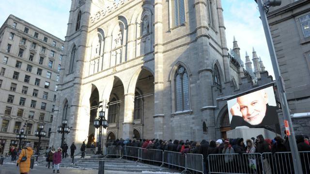 Un public nombreux rend hommage le 21 janvier 2016 à René Angélil, imprésario et mari de Céline Dion, à la basilique de Montréal, à la veille des obsèques [                                     / AFP]