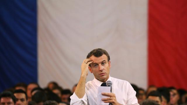 Emmanuel Macron face aux jeunes lors d'un grand débat à Etang-sur-Arroux, en Saône-et-Loire, le 7 février 2019 [Ludovic MARIN / AFP/Archives]