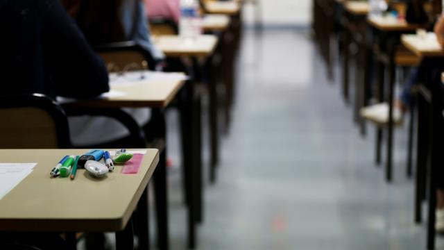 Environ 80.000 copies du baccalauréat étaient manquantes mercredi soir, en raison d'un mouvement de grève de correcteurs de l'examen, selon le secrétaire d'État auprès du ministre de l'Éducation nationale et de la Jeunesse [CHARLY TRIBALLEAU / AFP/Archives]