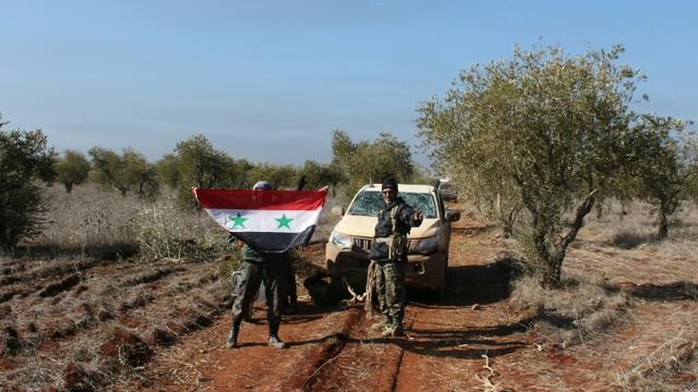 Des membres de forces pro-gouvernementales syriennes près de Zahraa, en Syrie, le 4 février 2016 [ / AFP]