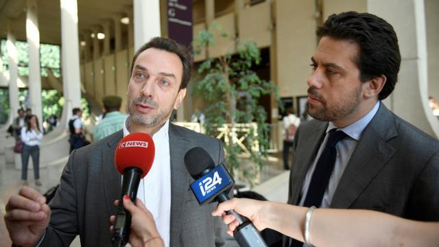 David-Olivier Kaminski (G) et Patrick Klugman, les avocats de Jonathan, le 26 juin 2018 au tribunal de Créteil [Eric FEFERBERG / AFP/Archives]