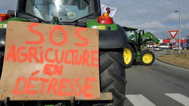 Des tracteurs de tout le pays convergent sur Paris pour faire pression sur le gouvernement