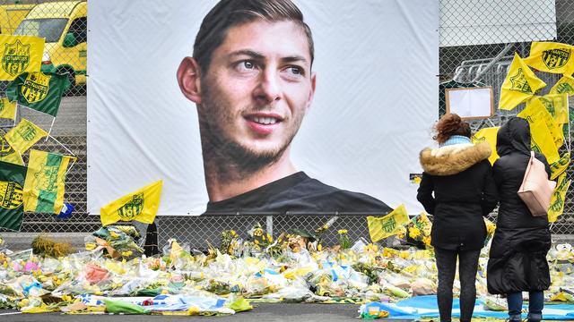 Le corps du footballeur argentin Emiliano Sala, mort dans un accident d'avion, est arrivé vendredi à Buenos Aires