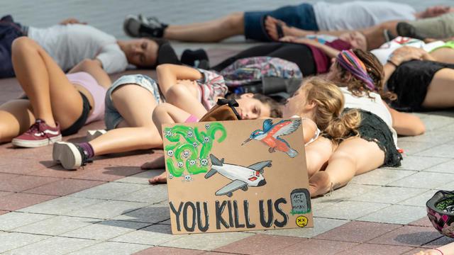 Une manifestation pour la protection du climat et contre les déplacements en avion à l'aéroport de Munich, dans le sud de l'Allemagne, le 26 juillet 2019.