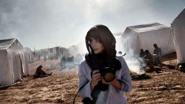 """Juliette Binoche interprète une photographe de guerre dans """"L'Epreuve"""" de Erik Poppe."""