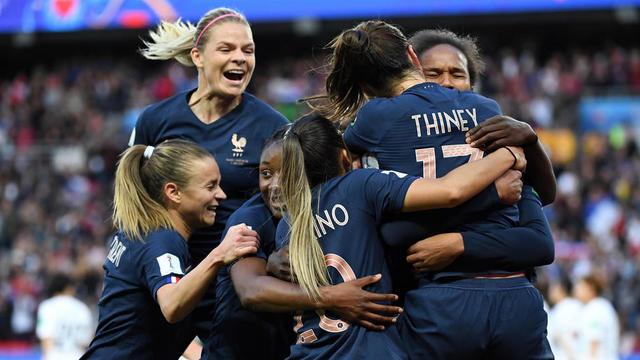 Juste avant la pause, l\u0027équipe de France s\u0027est offert un troisième but  grâce à un doublé de Wendie Renard. [FRANCOIS XAVIER MARIT / AFP]