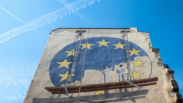 Au total, plus de 400 millions d'électeurs sont appelés à voter dans 28 pays pour élire 751 députés européens. Les résultats officiels seront publiés dimanche soir, après la clôture du scrutin à travers le continent [JOEL SAGET / AFP]